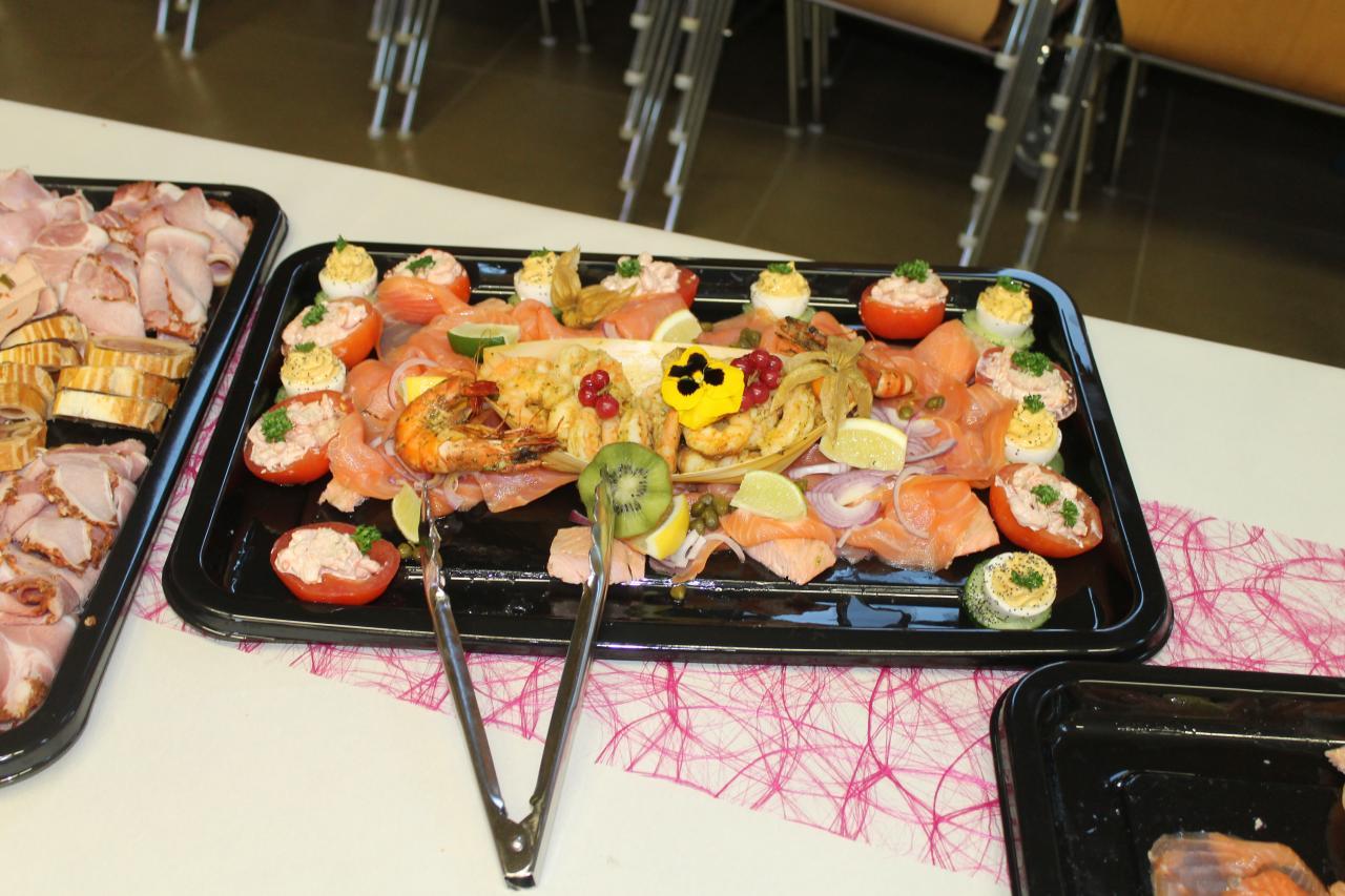 Table & Buffet (5)