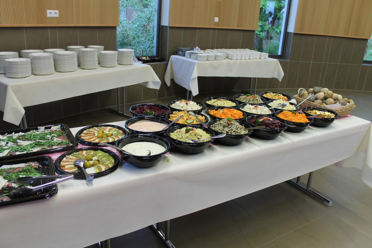Table & Buffet (6)